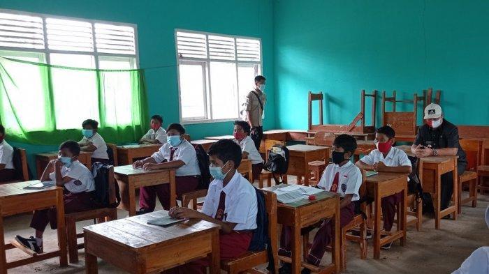Pantau PTM Terbatas di Mesuji Lampung, Sekkab Membaur Bersama Siswa