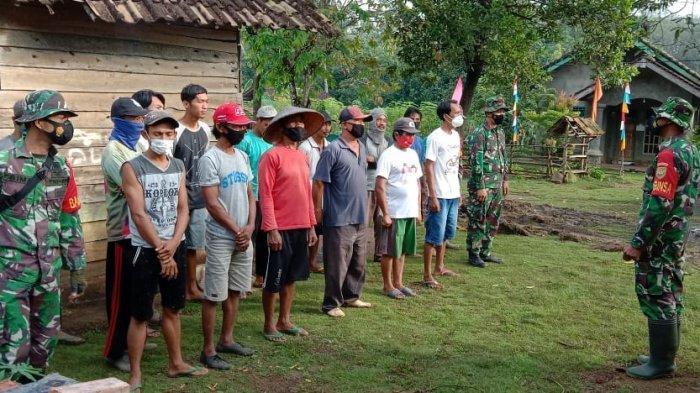 Sertu Widodo Beri Arahan Warga yang Terlibat Rehab RTLH