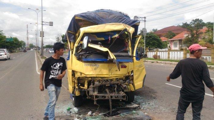Setelah Ditabrak Truk, Bus Langsung Menghilang dari Tengah Jalan Soekarno-Hatta