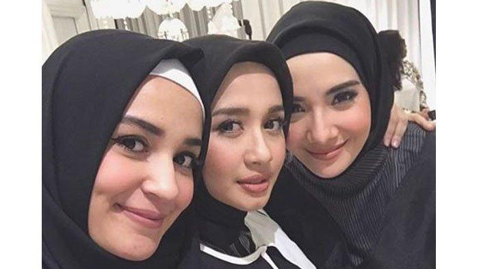 Inilah 8 Artis yang Tetap Istiqomah Mengenakan Hijab. Subhanallah, Lihatnya Bikin Adem Banget!