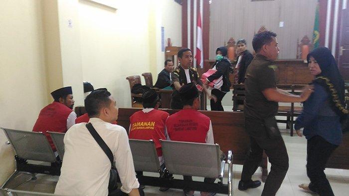 Sidang Kasus Bentrok Mesuji Sempat Ricuh Lagi, Keluarga Korban Ancam Bawa Bom