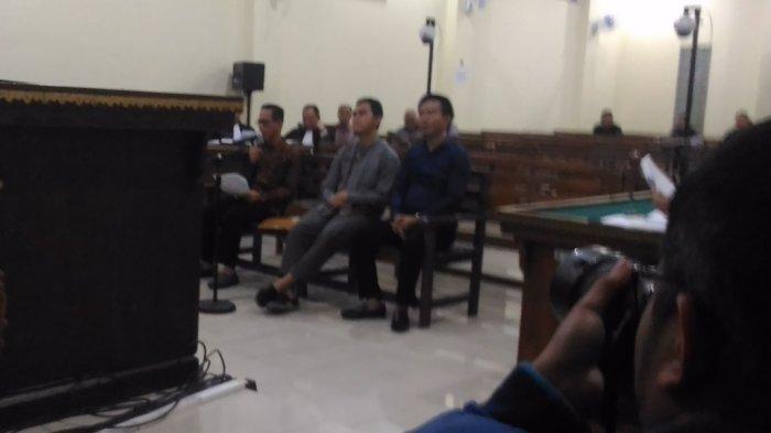 BREAKING NEWS - Sambil Terisak, Bupati Nonaktif Mesuji Khamami Ceramahi Majelis Hakim