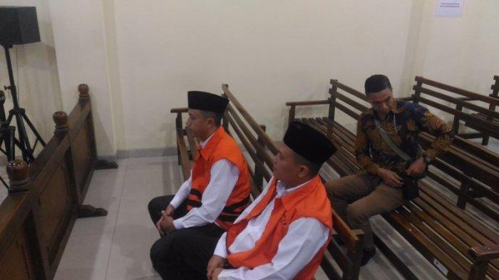 Tak Biasanya, 2 Terdakwa Suap Bupati Lampura Masuk Ruang Sidang Pakai Rompi Oranye KPK