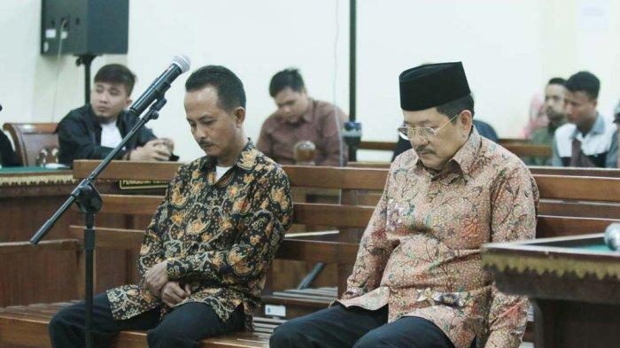 BERITA FOTO - Sibron Aziz dan Kardinal Jalani Sidang Putusan di PN Tipikor Tanjungkarang