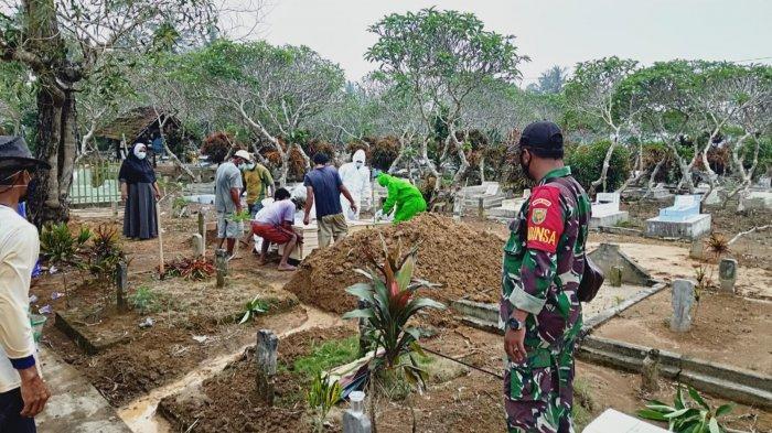 TNI dan Polri di Lampung Timur Sinergi Pantau Pemakaman Jenazah Covid-19