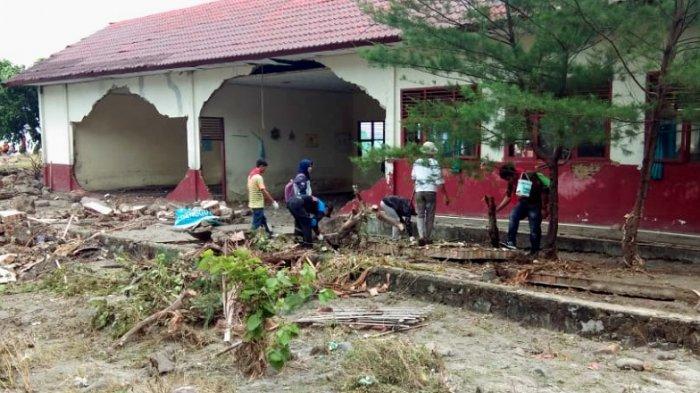 Sekolah Rusak Berat Diterjang Tsunami, Siswa SD Negeri 2 Kunjir Pindah Belajar