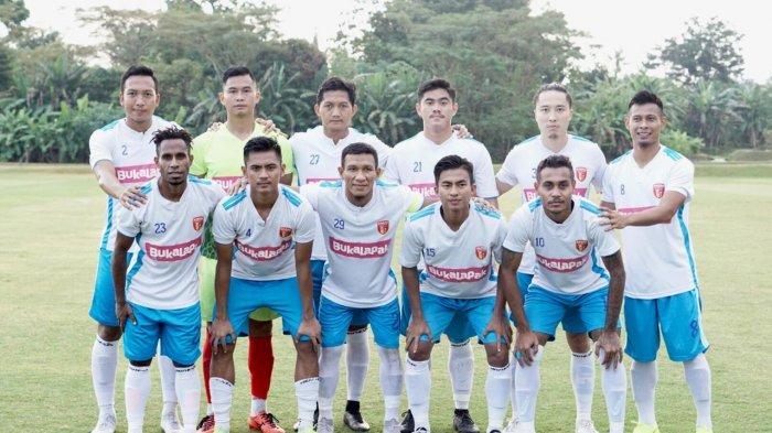 skuat-perseru-badak-lampung-fc-berfoto-bersama-sebelum-pertandingan-melawan-sriwijaya-fc.jpg