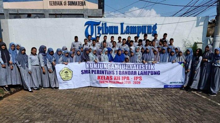 SMA Perintis 1 Kelas XII IPS 1, 2 dan 3 Menutup Rangkaian Jurnalistik ke Tribun Lampung