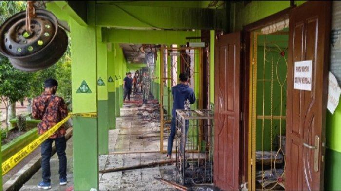 Kebakaran terjadi di SMA Negeri 1 Labuhan Ratu, Lampung Timur, Minggu (31/1/2021).