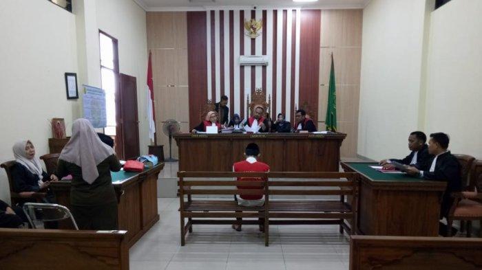 Nekat Bacok Rekannya Sesama Sopir Angkot, Seorang Pemuda Diganjar Hukuman Penjara 10 Bulan