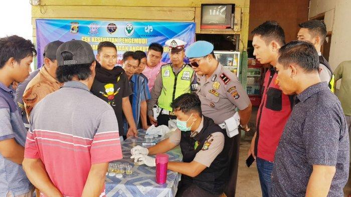 Jelang Operasi Lilin Krakatau 2019, Puluhan Sopir Bus dan Travel Tes Urine