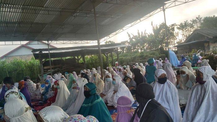 Suasana salat Idul Fitri di Balik Bukit Lampung Barat