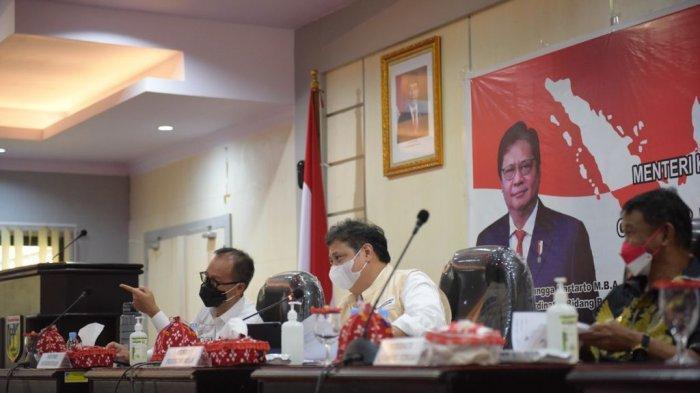 Bahas Penanganan Covid-19 di Sulawesi Tengah, Menko Airlangga Tekankan Penurunan BOR dan Vaksinasi