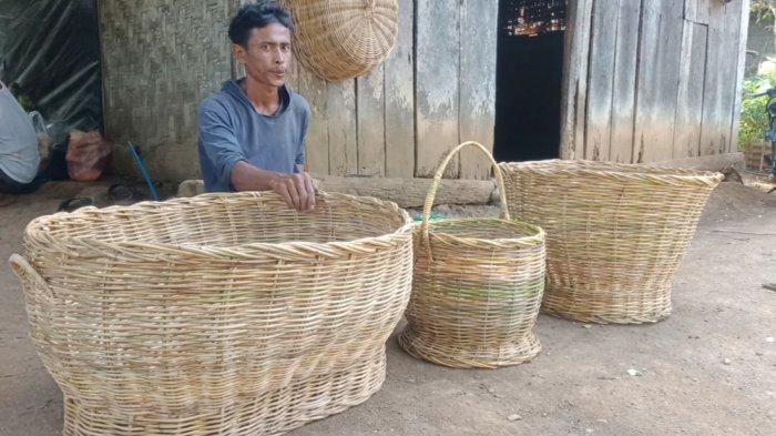 Buruh Tani Tanggamus Lampung Geluti Kerajinan Rotan di Tengah Sulitnya Pandemi Covid-19