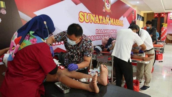HUT Bhayangkara ke-75, Polresta Bandar Lampung Gelar Sunatan Massal