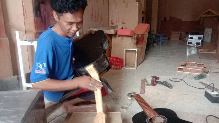Gitar Buatan Warga Pringsewu Lampung Dipesan Hingga Jawa Timur dan NTT