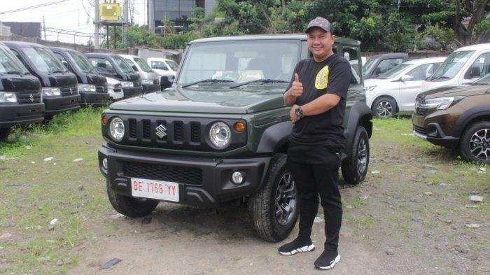 Bapak Akmal Beli Suzuki Jimny untuk Hadiah Ulang Tahun Anak