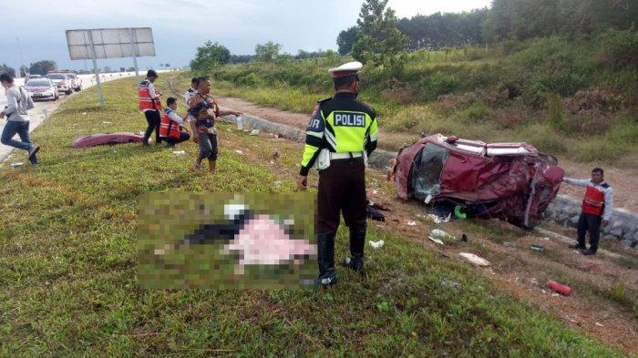 Fortuner Pecah Ban lalu Tabrak Truk di Tol Lampung, 2 Orang Tewas