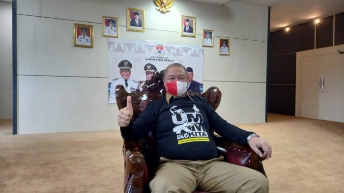 Dukung UMKM Mesuji Lampung, Sekkab Syamsuddin Borong Kaus