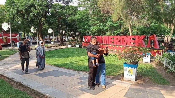 Taman Merdeka Metro Lampung Ramai Dikunjungi Warga