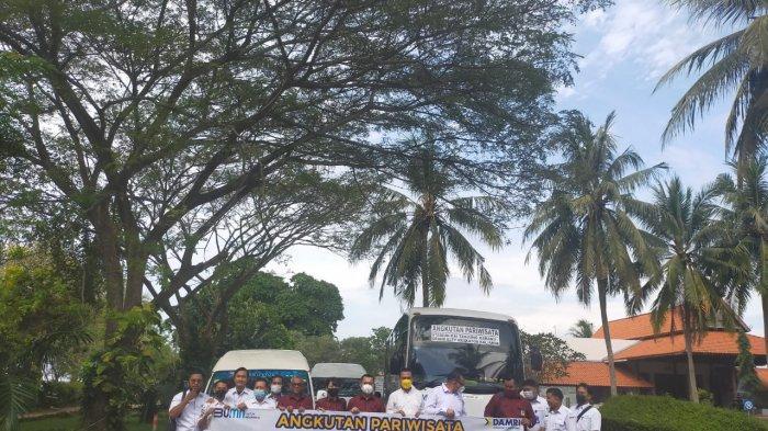 Penandatanganan dilakukan antara General Manager Grand Elty, Dwi Prastyo dan GM Perum Damri cabang Lampung, Ferdik Sakona serta Damri cabang Palembang, Ivan Poluan, di bamboo beach lounge, Grand Elty Krakatoa Kalianda, Lampung Selatan (Lamsel), Rabu (2/6/2021).