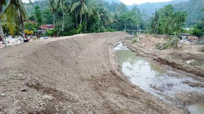 Pemkab Tanggamus Lampung Buat Tanggul Darurat Way Semaka di Pekon Sukaraja
