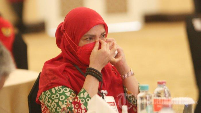 Tangis Haru Eva Dwiana serta Sujud Syukurnya atas Dukungan Warga Bandar Lampung