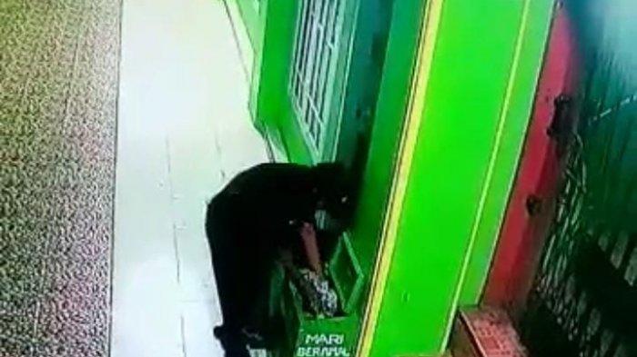 Terekam CCTV, Kotak Amal Masjid Isi Uang Jutaan Rupiah Raib di Pringsewu Lampung