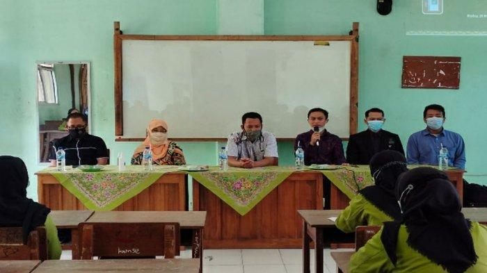 Dosen PTS Terbaik di Lampung Universitas Teknokrat Beri Pelatihan Pembuatan Cek Suhu Tubuh Otomatis