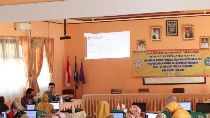Tim PKM PTS Terbaik di Lampung Teknokrat Latih Guru dan Siswa SMAN 1 Kibang Belajar Daring
