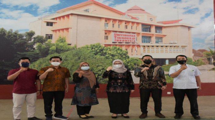 Dalam kunjungan ini tim SMKN 9 Bandarlampung turut meninjau Laboratorium Multimedia dan Studio E-Learning UTI