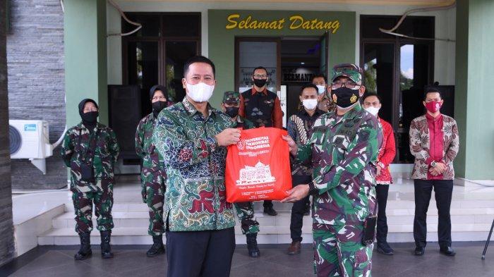 Universitas Teknokrat Indonesia Bersama Kodim 0410/KBL Bagikan 500 Paket Sembako di Bulan Ramadhan