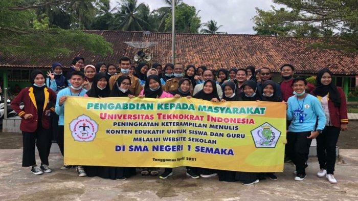 Kepala SMAN 1 Semaka Sumarno, SPd menyambut gembira dan sangat senang kegiatan pelatihan yang diberikan Universitas Teknokrat kepada siswa SMAN Semaka.