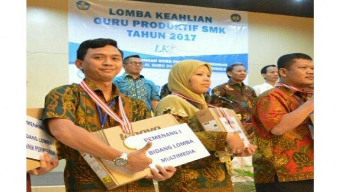 Ia juga tercatat sebagai Penampilan Mengajar Terbaik Bidang Lomba Multimedia pada Lomba Keahlian Guru Produktif (LKG) Tingkat Nasional Tahun 2017. Kemudian Juara 1 Lomba VLOG 2017 Jenjang SMK Tingkat Provinsi Lampung.
