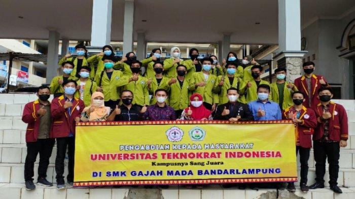 Dosen dan mahasiswa Universitas Teknokrat Indonesia salah satu Universitas Terbaik di Provinsi Lampung, melaksanakan kegiatan Pengabdian kepada Masyarakat (PKM) Sekolah Binaan di SMK Gajah Mada Bandarlampung.