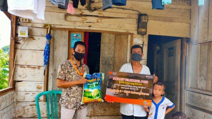 Telkomsel Salurkan 3.000 Karung Beras Hasil Donasi Telkomsel POIN