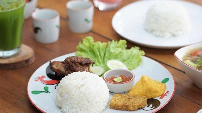 Tempat Wisata di Bandung, Santap Masakan Rumahan Ala Ayam Kalasan 727