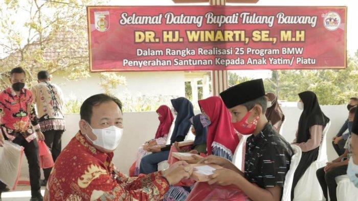 Jelang Lebaran, Tenaga Kesehatan dan Honorer di Tulangbawang Dapat Insentif