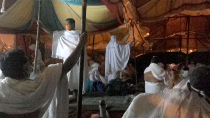 Angin Kencang, Jamaah Haji Pekikkan Takbir Hingga Pegangi Tiang Tenda