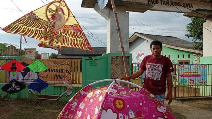 Pedagang Kaki Lima di Tugu Macan Mesuji Lampung Jual Tenda Anak Harga Mulai Rp 200 Ribuan
