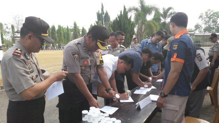 Tes Urine Dadakan yang Kejutkan Personel Polres Lampung Utara