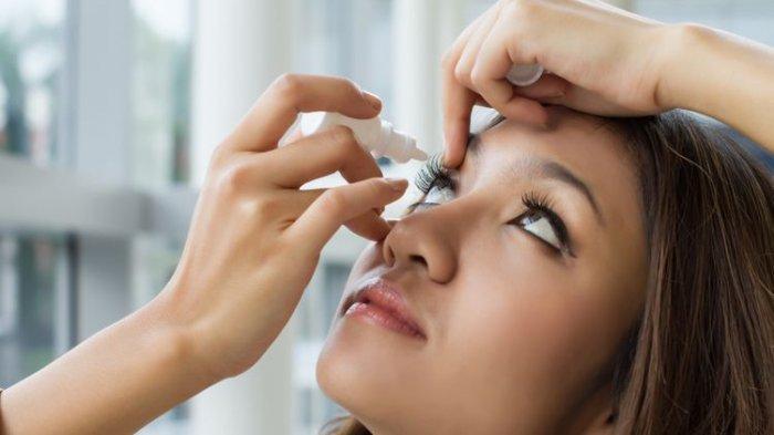 Apakah Pakai Obat Tetes Mata Batalkan Puasa