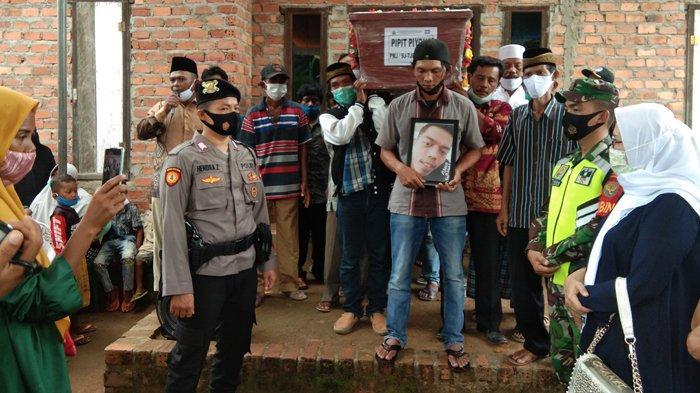 Tiba di Rumah Duka, Korban Sriwijaya Air SJ 182 Jatuh Asal Lampung Langsung Dimakamkan