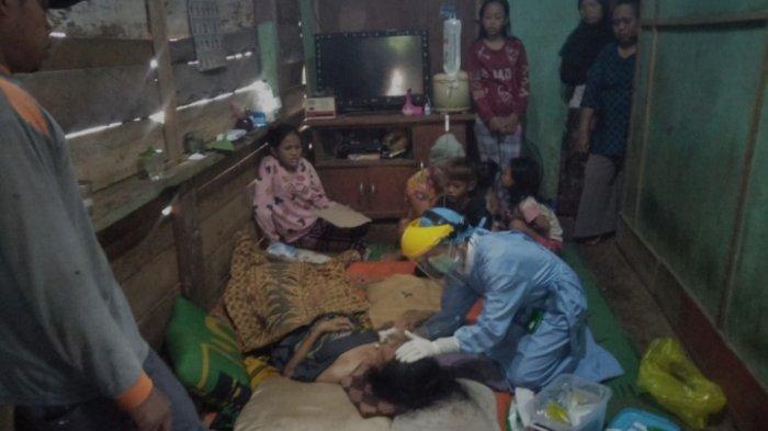 Cegah Penyebaran Covid-19, Tim Kesehatan Puskesmas Sribhawono Tes Swab Warga yang Sakit