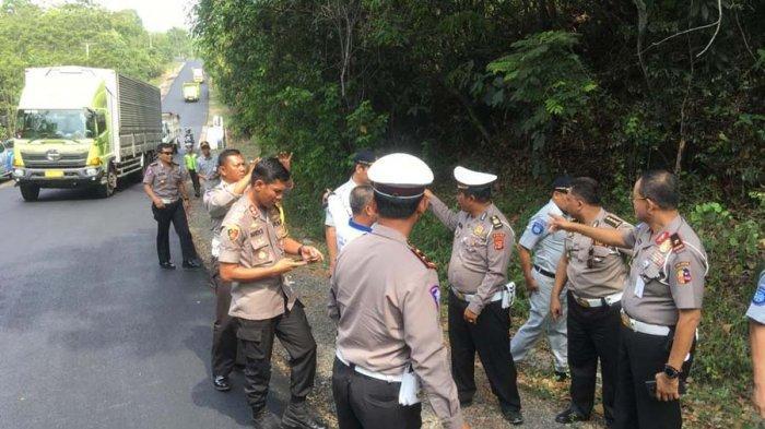 Tim Korlantas Mabes Polri Tinjau Lokasi Kecelakaan Truk Tangki vs Bus Rosalia Indah di Way Kanan