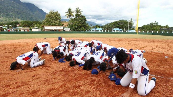 Di Balik Aksi Heroik Tim Sofbol Putra Lampung Sabet Emas PON Papua 2021