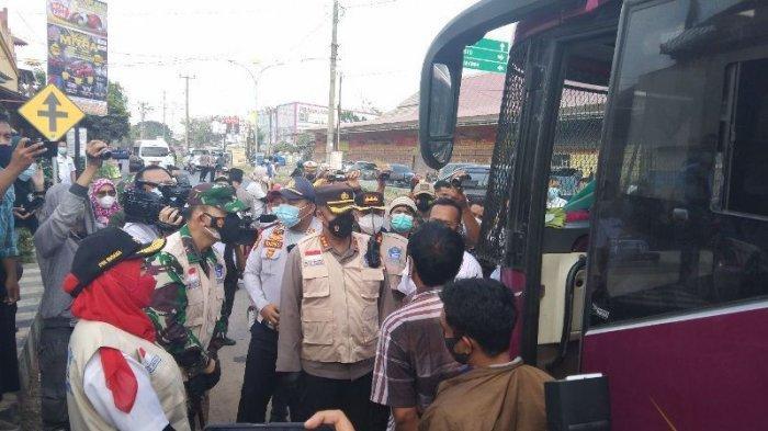 Tinjau Perbatasan Bandar Lampung, Satgas Putar Balik Kendaraan Tanpa Bawa Surat Negatif Covid