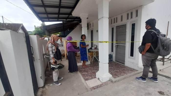 TKP mahasiswi aasl Cianjur tewas bunuh diri di rumah kerabatnya di Bandar Lampung.
