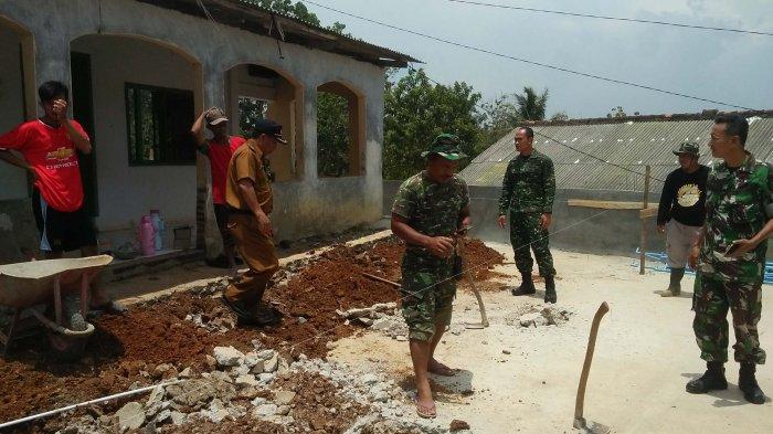 TNI-Masyarakat Bangun Masjid di Kelurahan Sumber Agung