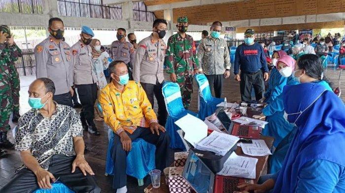 TNI-Polri Bersama Pemkab Tulangbawang Barat Bersinergi Gelar Vaksinasi Massal